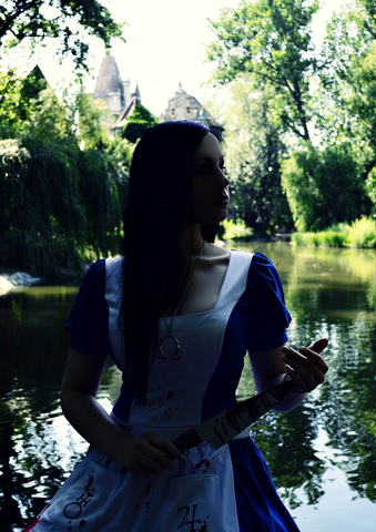 Alice Liddell by RylthaCosplay (Alice Madness Returns) cosplay 14 (igrozabor.com)