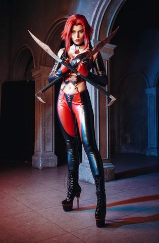 Rayne by iChios (BloodRayne) cosplay 6