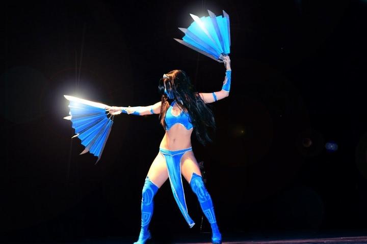 Kitana by anastasya zelenova (Mortal Kombat) cosplay 3