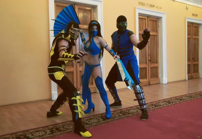 Kitana by anastasya zelenova (Mortal Kombat) cosplay 6