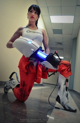 Chell by Angela Bermudez (Portal) cosplay 3