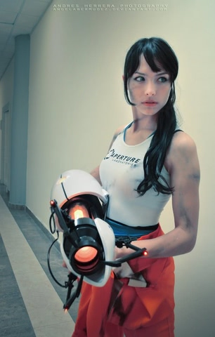 Chell by Angela Bermudez (Portal) cosplay 4