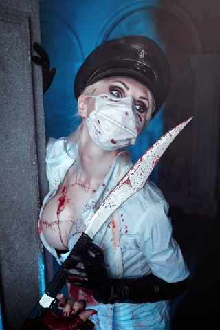 Butcheress by Elena Samko (BloodRayne) cosplay 2