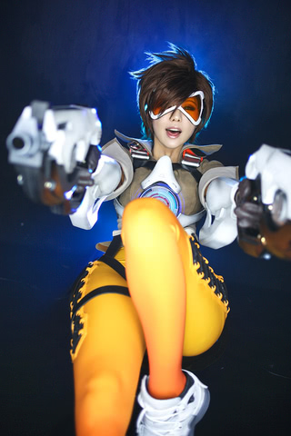 Tracer by TashaCosplay (Overwatch) cosplay 1