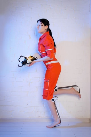 Chell by Amiko-chan (Portal 2) cosplay 2