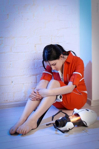 Chell by Amiko-chan (Portal 2) cosplay 3