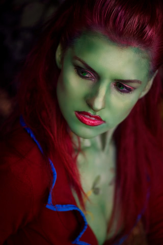 Poison Ivy by MadameSkunk (Batman Arkham Asylum) cosplay 3