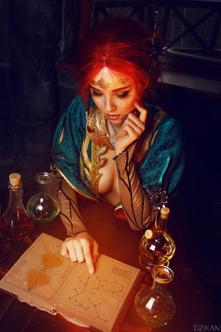 the_witcher_3___triss_merigold_cosplay_by_disharmonica-danx58t